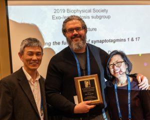 Ed Chapman accepting the Sir Bernard Katz Award